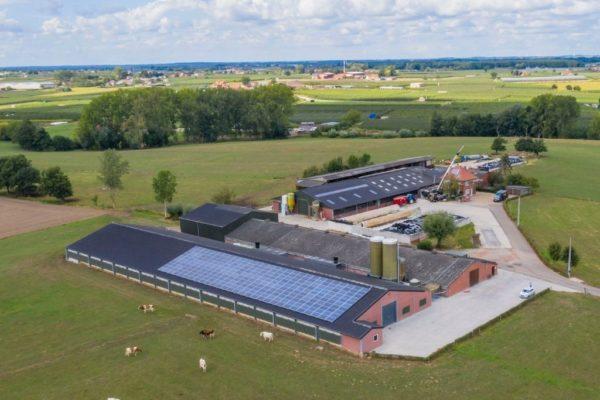 KMO met zonnepanelen op dak